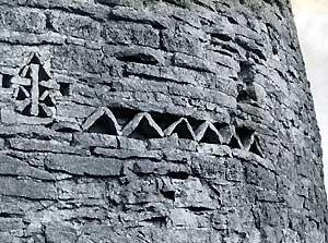 Символы на стенах Изборской Крепости