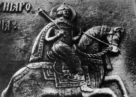 На стволе рельефное изображение всадника в царской шапке со скипетром в правой руке