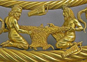 Два скифа. Фрагмент золотой пекторали  IV века до н.э. из кургана Толстая Могила